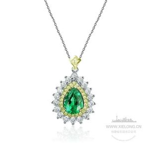 1.690克拉祖母绿钻石吊坠