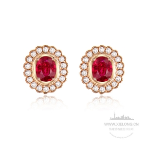 0.690克拉红宝石钻石耳钉
